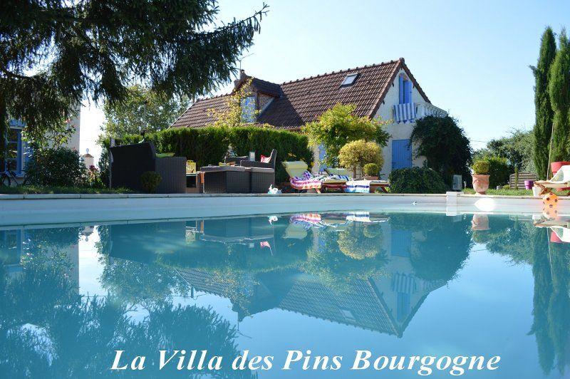 Promotion celto bourbon lancy for Location gites avec piscine
